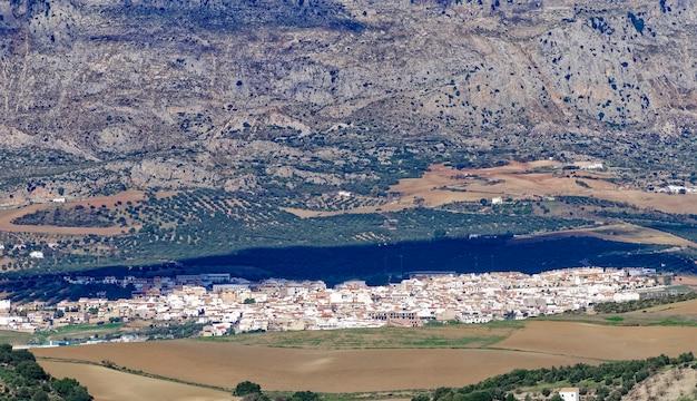 Vista panorâmica de alto ângulo da cidade de antequera.