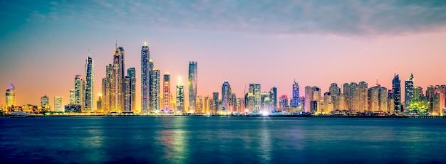 Vista panorâmica de dubai, processamento fotográfico especial, emirados árabes unidos.