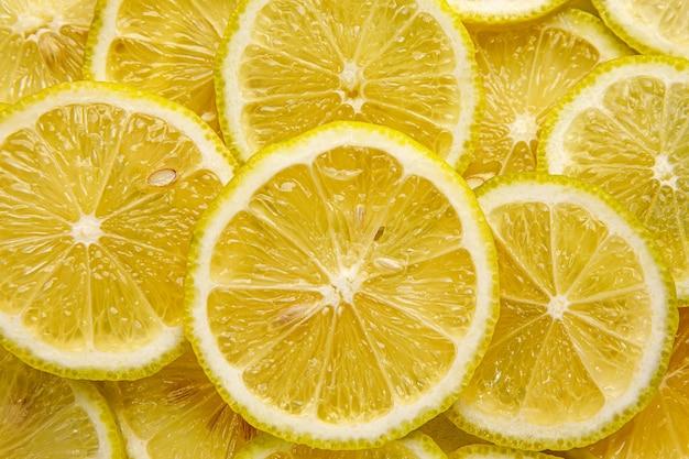 Vista panorâmica de rodelas de limão