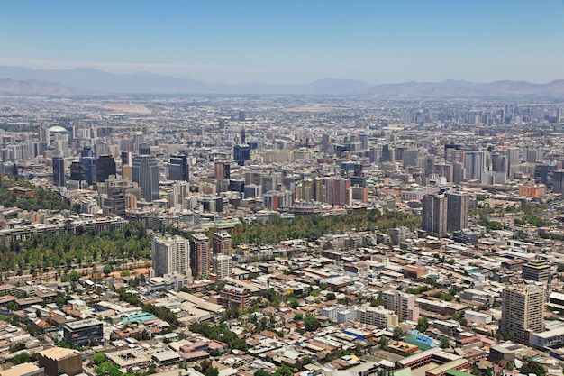 Vista panorâmica de santiago do morro san cristobal, chile