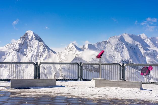 Vista panorâmica deslumbrante dos alpes suíços do topo da montanha schilthorn, na região de jungfrau, no país