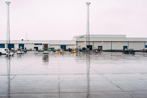 Vista panorâmica do aeroporto na islândia reykjavik