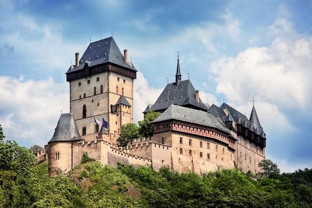 Vista panorâmica do castelo karlstejn, república tcheca