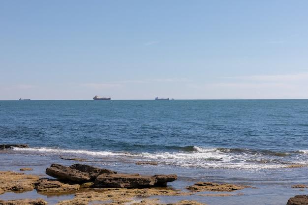 Vista panorâmica do mar da ligúria do terrazza mascagni (terraço de mascagni) na costa oeste da toscana, na cidade de livorno