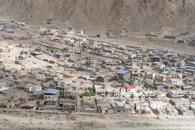 Vista panorâmica do mosteiro de lamayuru em ladakh, índia.