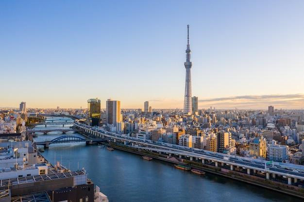 Vista panorâmica do nascer do sol do horizonte da cidade de tóquio, japão