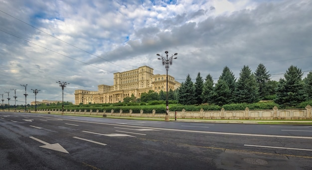 Vista panorâmica do parlamento romeno em bucareste