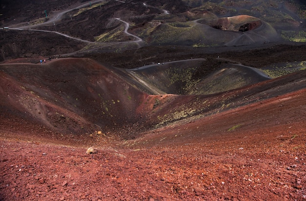 Vista panorâmica do parque nacional do etna da paisagem vulcânica com cratera, catania, sicília