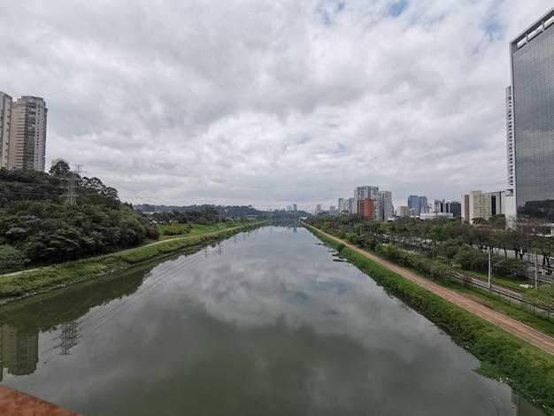 Vista panorâmica do rio pinheiros.