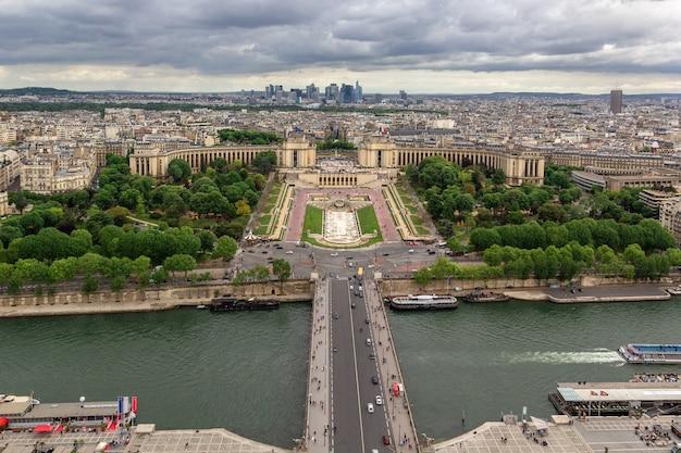 Vista panorâmica do rio sena do palácio trocadero