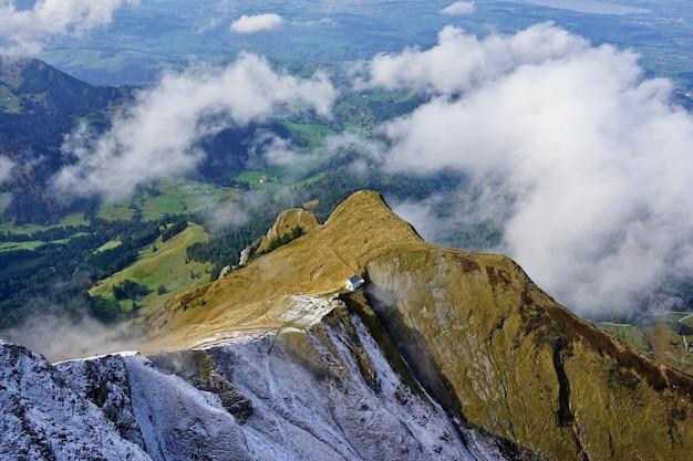 Vista panorâmica dos alpes suíços do monte pilatus, lucerna, suíça.