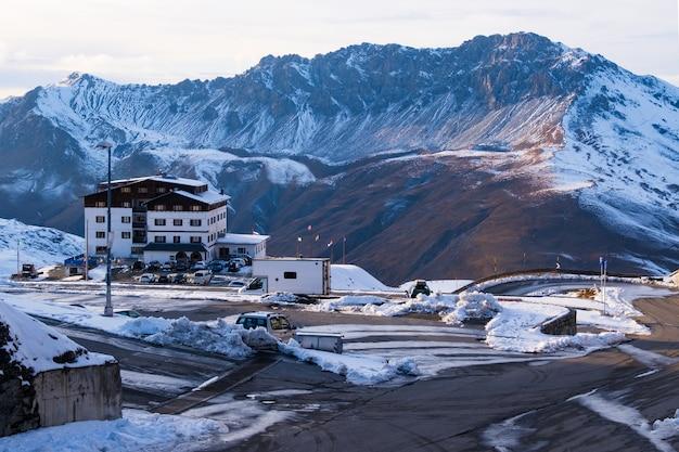 Vista panorâmica na montanha no passo dello stelvio, itália