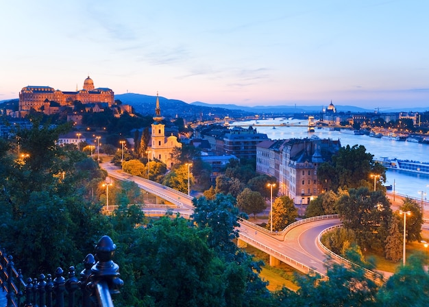 Vista panorâmica noturna da cidade de budapeste