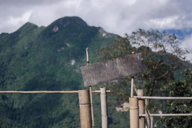 Vista para a montanha em estilo vintage