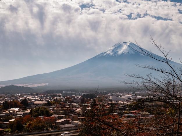Vista para a montanha fuji do pagode chureito