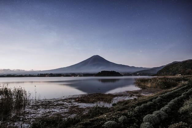 Vista para a montanha fuji. o monte mais famoso do japão