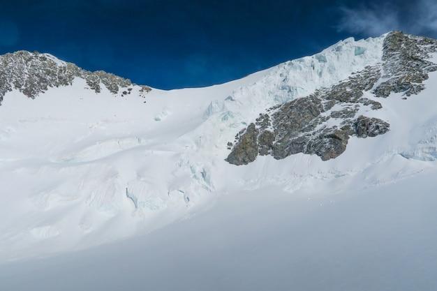 Vista para as geleiras da montanha de belukha