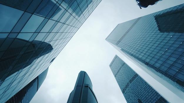 Vista para cima no distrito financeiro