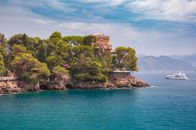 Vista para o mar de portofino, riviera italiana, ligúria