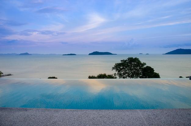 Vista para o mar piscina