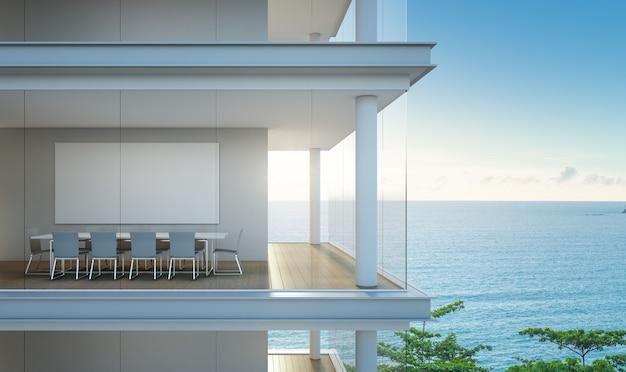 Vista para o mar, sala de reuniões no escritório moderno.