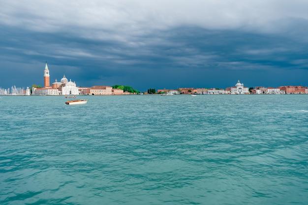 Vista pitoresca na ilha de san giorgio maggiore em veneza