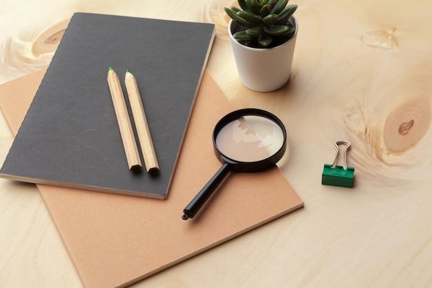 Vista plana leiga, quadro de mesa mesa escritório vista superior. acessórios de escritório