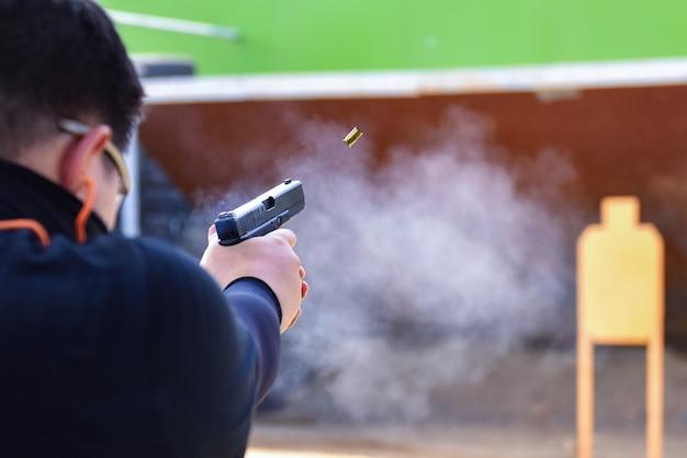 Vista real competição de tiro de arma
