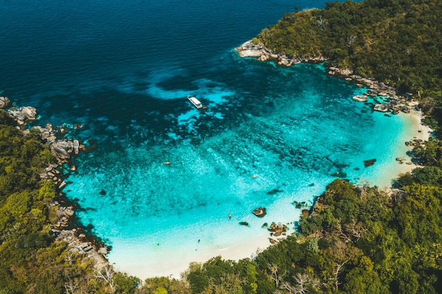 Vista regional da ilha de boulder, myanmar