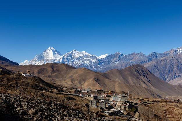 Vista sobre a aldeia de ranipauwa perto de muktinath