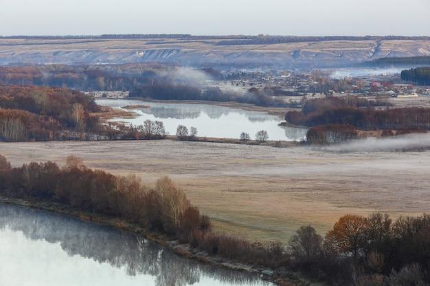 Vista sobre o vale do rio don. foto tirada no outono na rússia.
