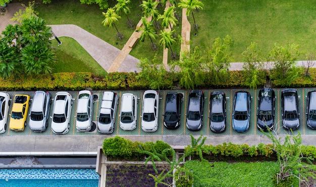 Vista superior aérea do estacionamento