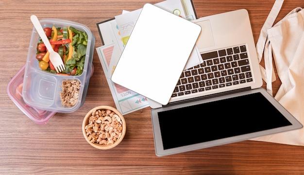 Vista superior almoço pausa e conceito de trabalho
