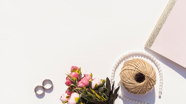 Vista superior arranjo bonito para o dia do casamento