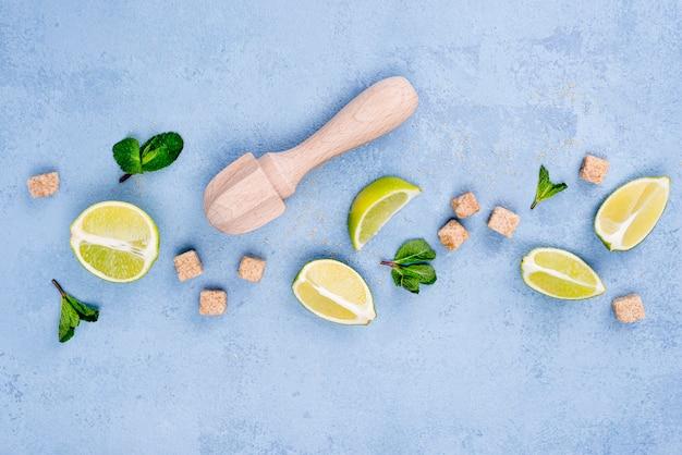 Vista superior arranjo minimalista de diferentes ingredientes