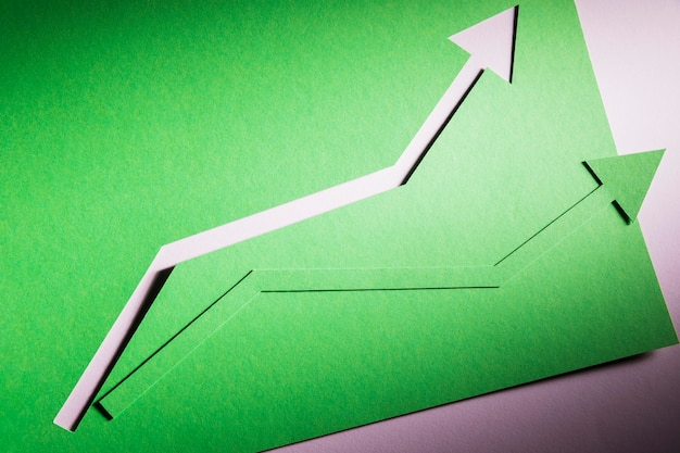 Vista superior arrow inidcando o crescimento da economia Foto gratuita
