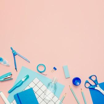Vista superior azul quadro de suprimentos