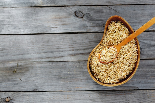 Vista superior brota trigo mourisco verde alimentos saudáveis crus
