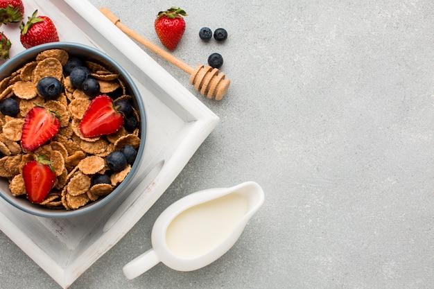Vista superior café da manhã com cereais