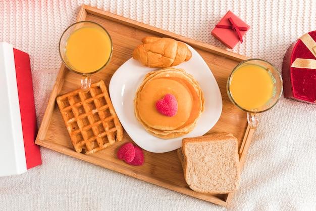 Vista superior café da manhã para dia dos namorados