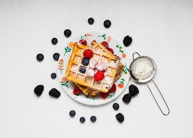 Vista superior café da manhã saboroso waffles