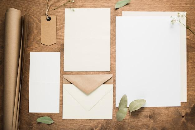 Vista superior cartão de convites de casamento