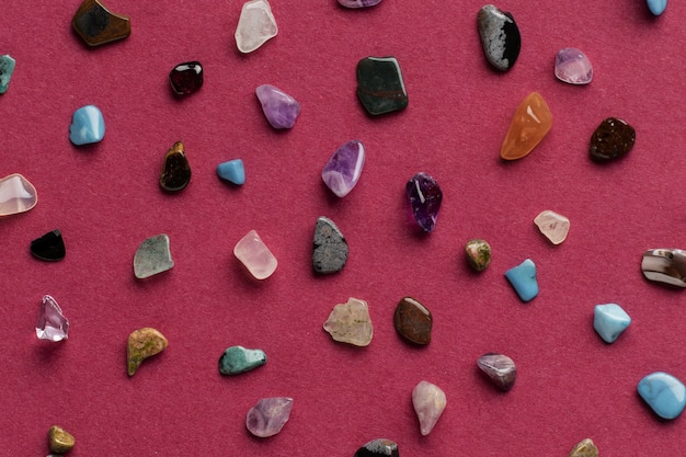 Vista superior colorida pequena coleção de pedras