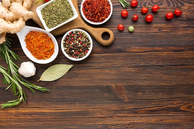 Vista superior com sabor de especiarias e legumes