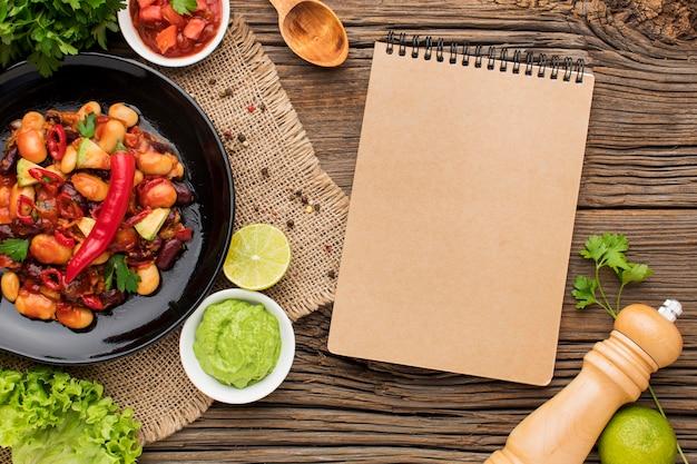 Vista superior comida mexicana com guacamole