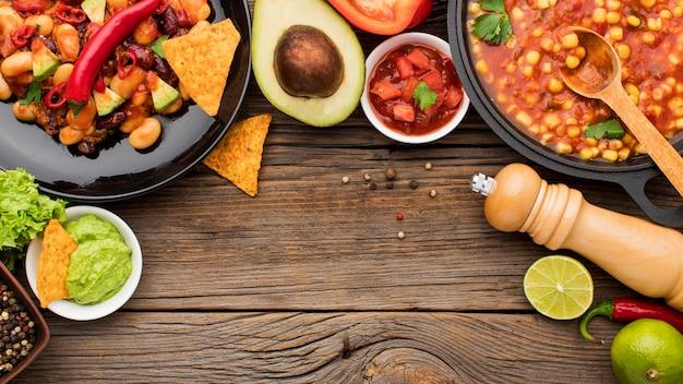 Vista superior comida mexicana fresca pronta para ser servido