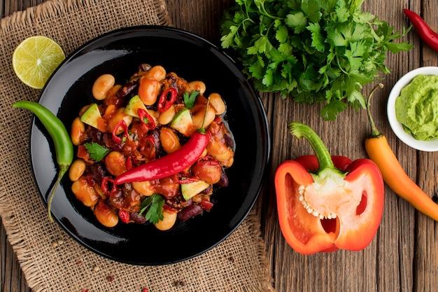 Vista superior comida mexicana pronta para ser servida