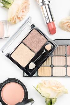 Vista superior composição de cosméticos diferentes