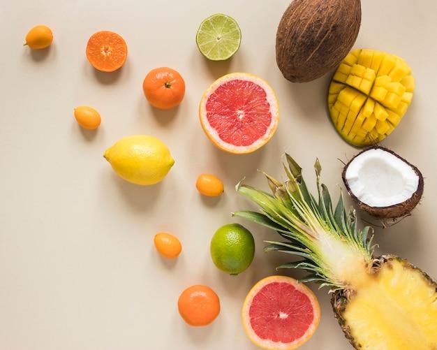 Vista superior conceito de frutas exóticas e frescas
