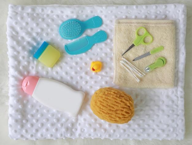 Vista superior conjunto de produtos de banho infantil